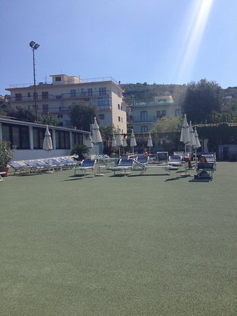 Comfort Hotel Gardenia Sorrento Coast: Sunbathing area