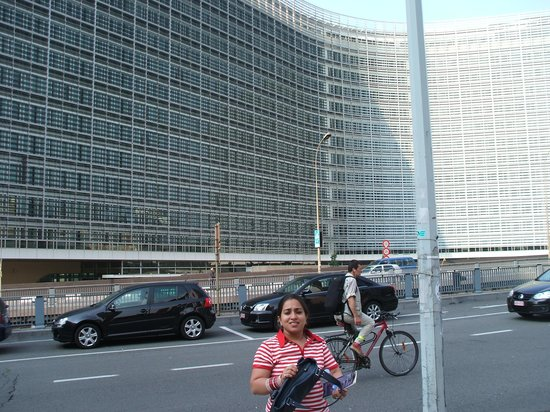 Holiday Inn Brussels Schuman: view outside European Parlliament