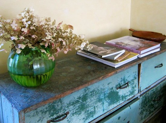Woodstock Country Inn : Beautiful hand-painted furniture.