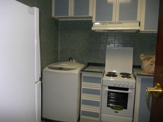 Al-Majeedi ARAC Suites : kitchen