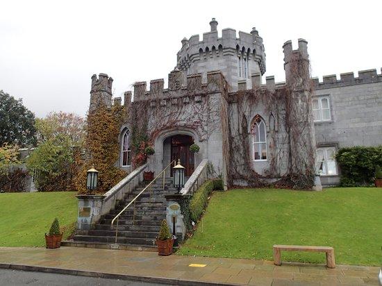 Dromoland Castle Hotel : Front entrance
