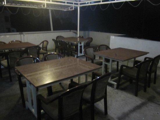 Richwin Hotels : The makeshift restaurant