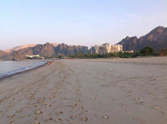 Al Bustan Palace, A Ritz-Carlton Hotel: View of the hotel beach