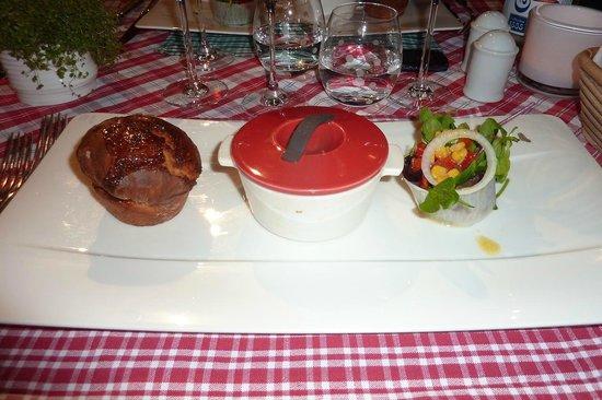 Restaurant La Grappe d'Or : Cocotte de munster chaud en croûte de sésame