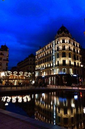 Hotel Carlton Lyon - MGallery Collection : Vista externa da fachada do hotel.