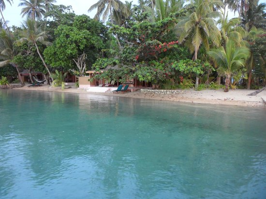 Toberua Island Resort: Looking back from Breakwater to bures