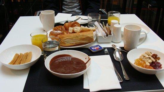 Hilton Madrid Airport: Colazione. Hilton.