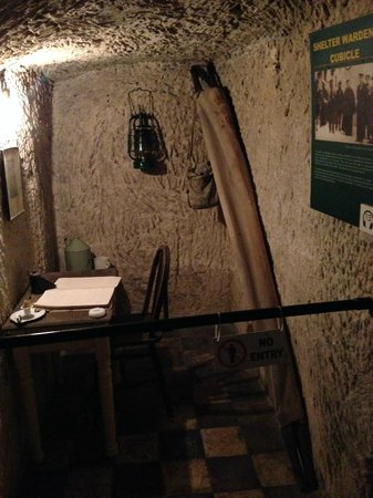 Malta at War Museum: The office of the warden that controlled the shelter