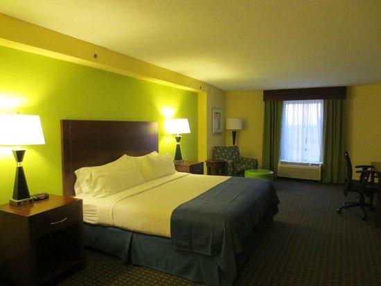 Holiday Inn Hotel & Suites Daytona Beach: Nice decor and large room