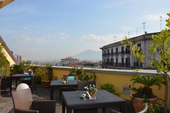 UNA Hotel Napoli: Terrasse panoramique de l'hôtel