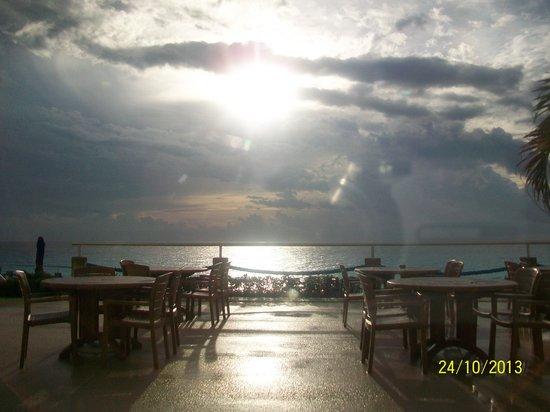 Occidental Tucancun: terraza de uno de los bares