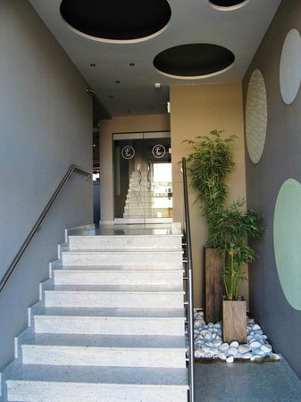 Flisvos Hotel : Staircase inisde
