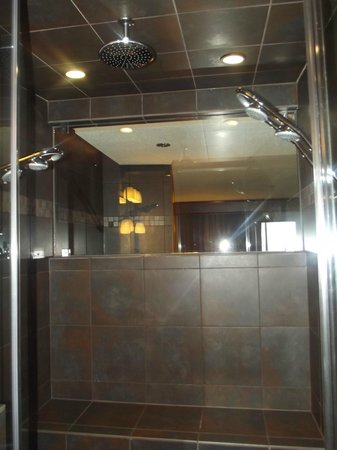Best Western Plus Superior Inn & Suites: Steam Shower - <3