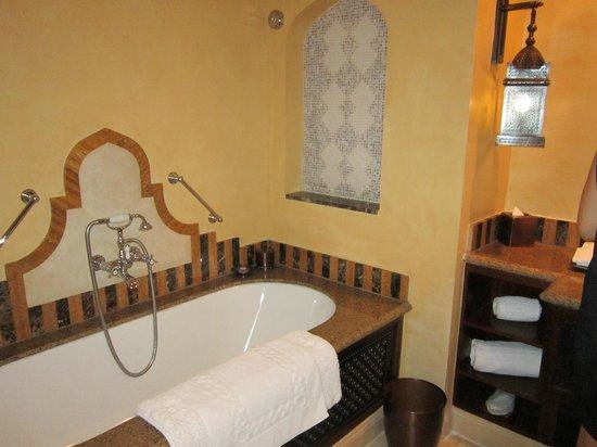 Jumeirah Al Qasr at Madinat Jumeirah: Ванная комната
