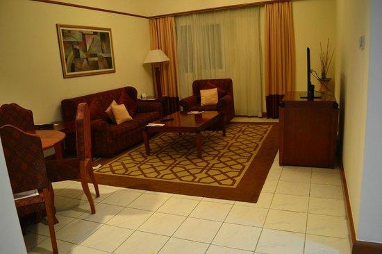 Savoy Crest Hotel Apartments: Living area
