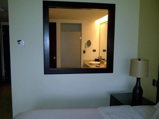 The Westin Golf Resort & Spa, Playa Conchal: Window between bathroom & bedroom - shower behind glass door