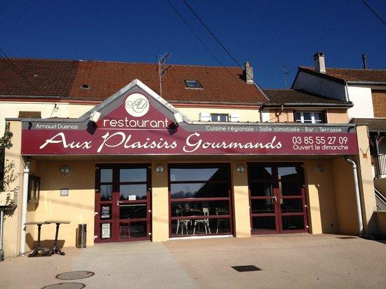 Aux Plaisirs Gourmands : façade du restaurant