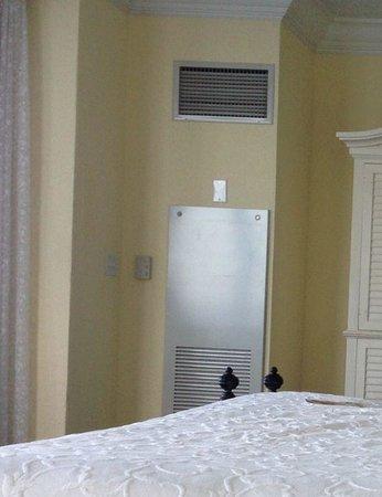 Pelican Grand Beach Resort, A Noble House Resort: Geräusche der Klimaanlage haben wir im Zimmer nicht wahrgenommen > wir hatten eine ruhige Nacht!