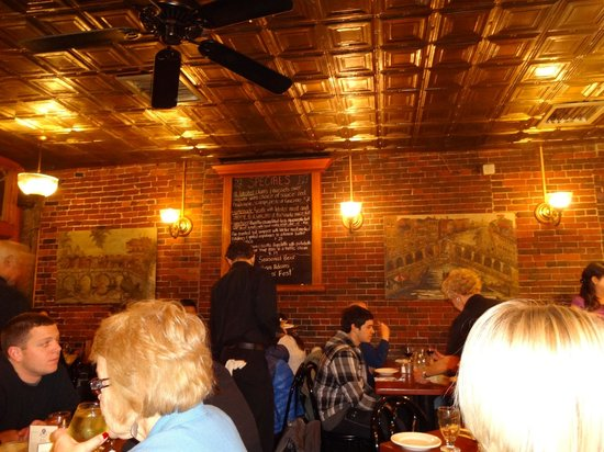 Giacomo's Restaurant : Inside of Restaurant