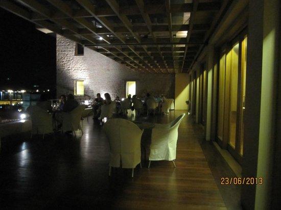 Amphitryon Hotel : ο χωρος του μπαρ...