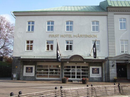First Hotel Martenson: Front of hotel