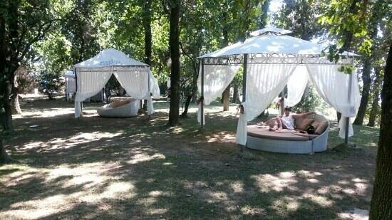 Grand Hotel Nastro Azzurro & Occhio Marino Resort: hotel gardens so relaxing