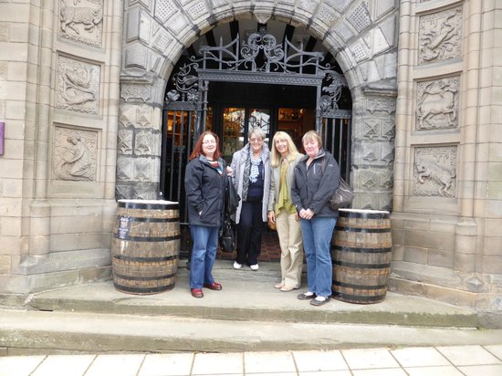 The Stirling Highland Hotel: Whisky tasting at the bottom of the hotel