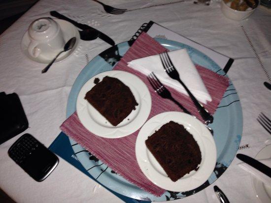 Rum Doodle Bed & Breakfast : Lovely cake