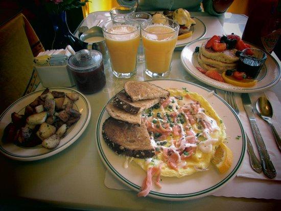 Mama's on Washington Square : omelette al salmone