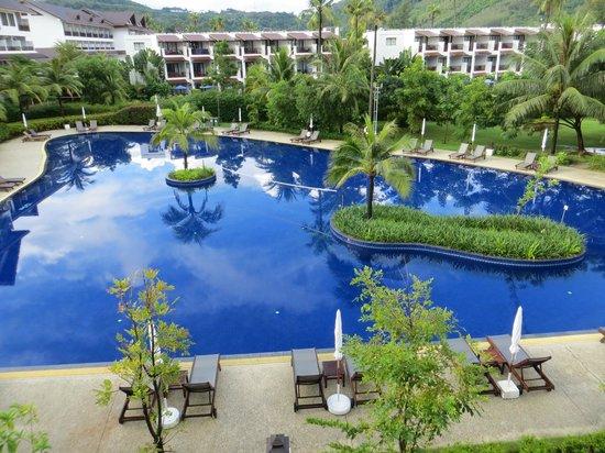 Kamala Beach Resort (a Sunprime Resort): Zimmer zur Poolseite
