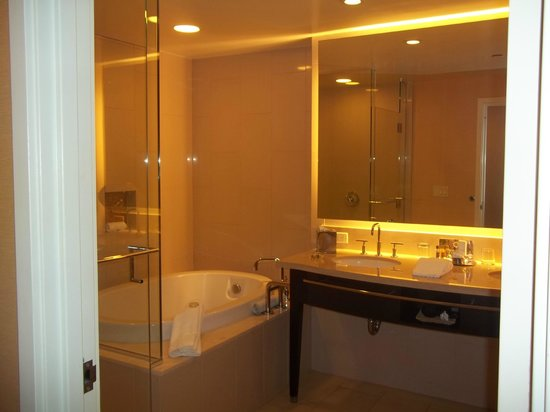 Agua Caliente Casino Resort Spa : I couldnt get over the bathroom