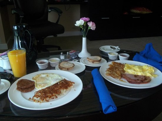 Agua Caliente Casino Resort Spa : Room Service