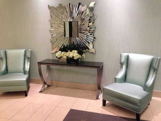 Holiday Inn Pointe Claire Montreal Airport : Lobby