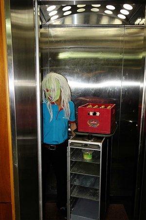Duc Vuong Hotel : Staff in elevator during Halloween!