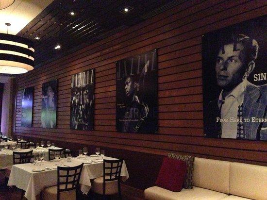 Jazziz Nightlife: Waiting area
