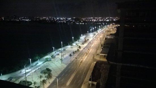 Veleiros Mar Hotel: Vista noturna da janela do quarto - 12. andar