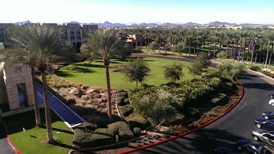 JW Marriott Phoenix Desert Ridge Resort & Spa: View from the 6th floor to front of hotel