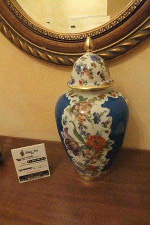 Hotel Joli: adornos no quarto