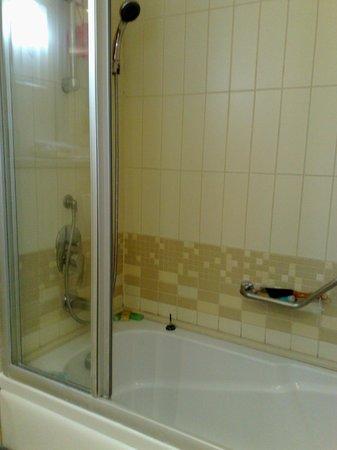 Korumar Hotel De Luxe : ванна