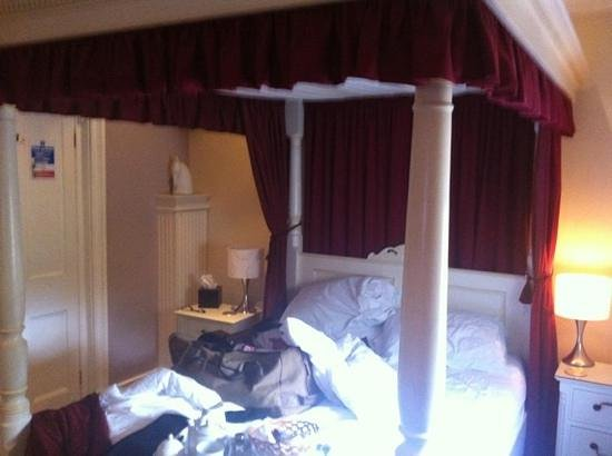 The Bath House: four poster room