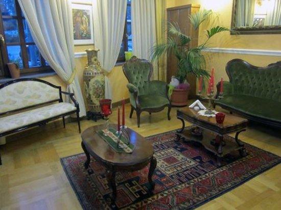 una saletta di soggiorno - Foto di Albergo Roma, Oleggio - TripAdvisor