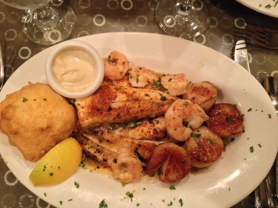 Back Porch: Broiled seafood platter.