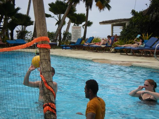 Fiji Hideaway Resort & Spa: Pool Volleyball
