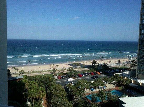 BreakFree Moroccan: Surfers Paradise Beach