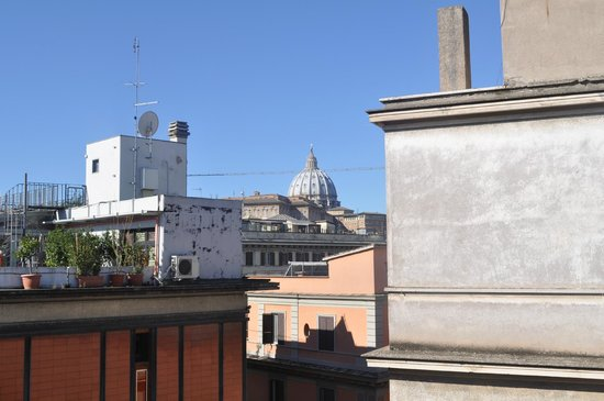 Hotel Dei Consoli : view of basilica from rooftop