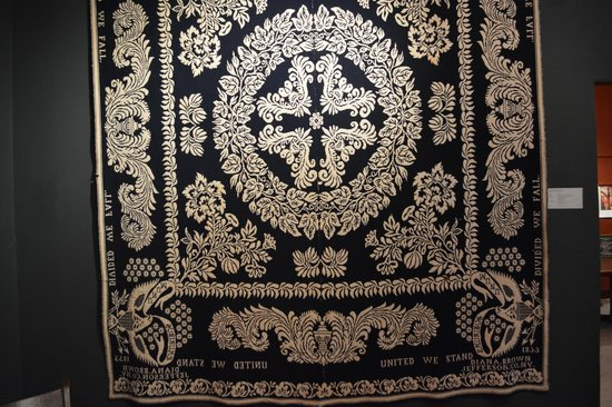 National Museum of the American Coverlet : Beautiful English style coverlet