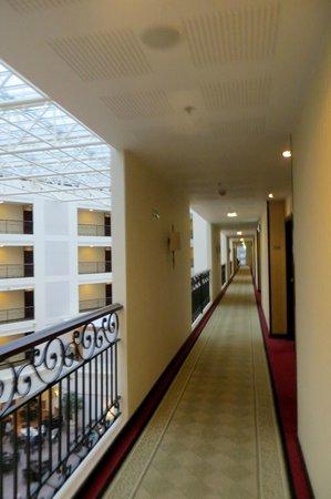 Sheraton Grand Krakow: Hallway