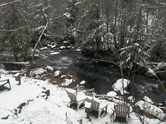 Auberge Beaux Reves Et Spa (Sweet Dreams Inn): riviere