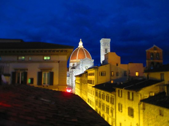 Hotel Laurus al Duomo: View of  Duomo at night from roof top bar and breakfast area