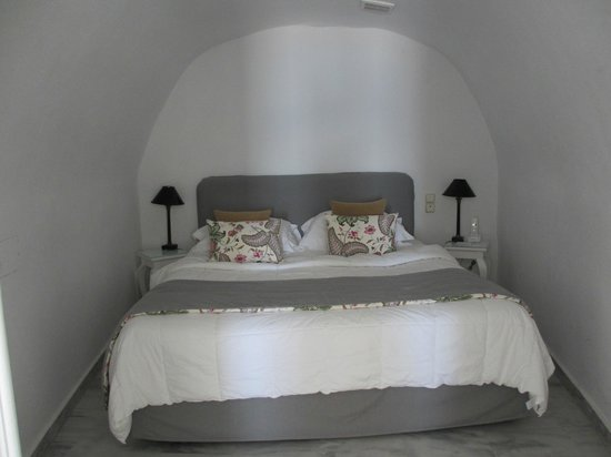 Canaves Oia Hotel: bedroom alcove